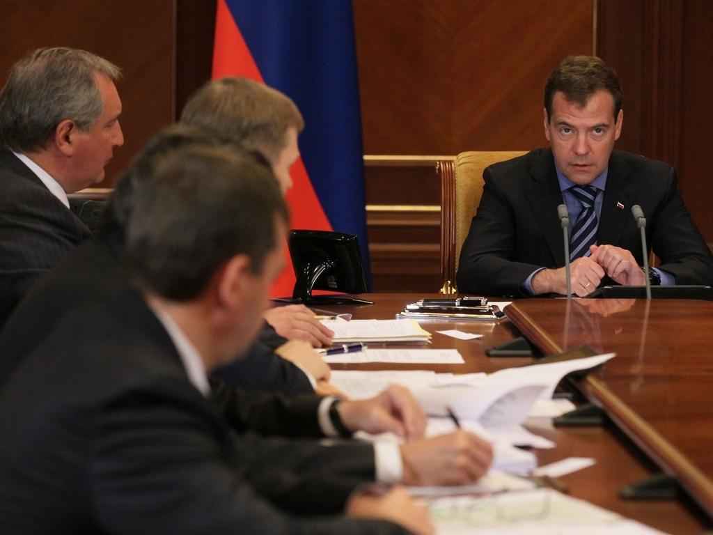 """Медведев призвал """"Роскосмос"""" меньше говорить и больше работать"""